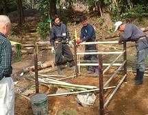 竹の垣根、水琴窟(すいきんくつ)施工2