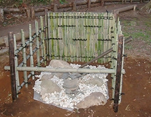 竹の垣根、水琴窟(すいきんくつ)施工4